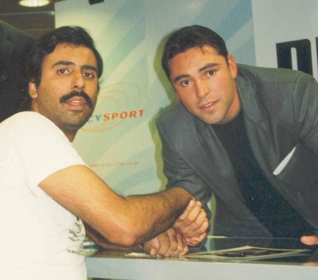 Dr.Abbey with Boxing Great Oscar De La Hoya