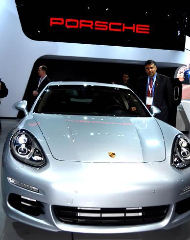 Porsche 2014 Panamera SE Hybrid (PHEW)
