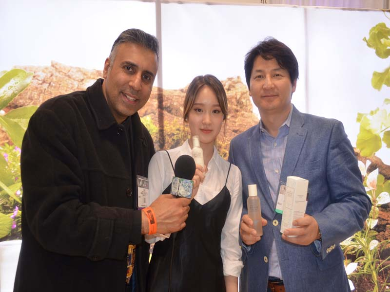 Dr.Abbey with Frank Cha & Spokesmodel from Botanic Twenty Co